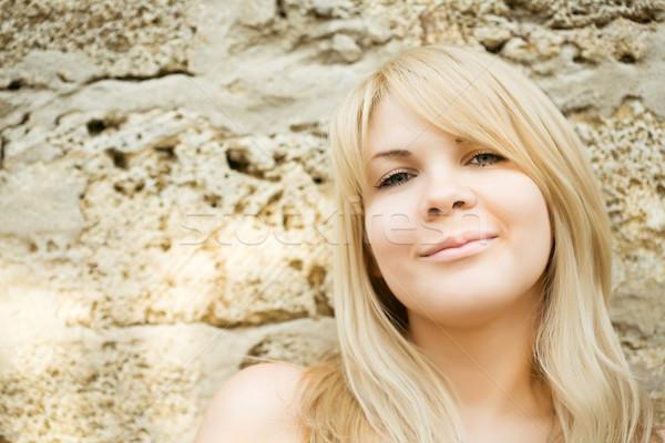 Сток-фото: портрет · девушки · привлекательный · улыбаясь · камней · счастливым