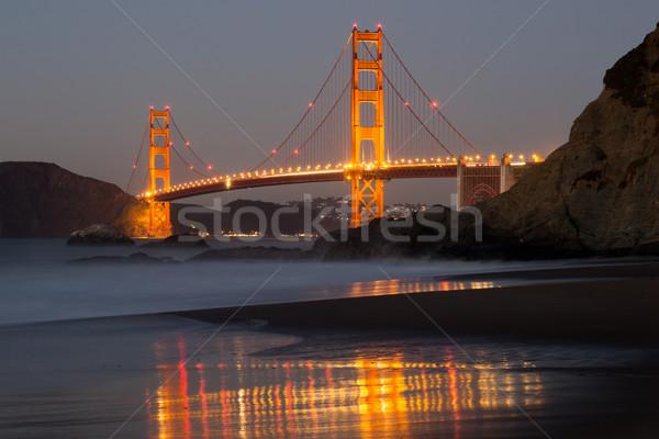 Golden Gate Bridge padeiro praia reflexões San Francisco Califórnia Foto stock © yhelfman