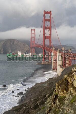 Tempestuoso Golden Gate Bridge cargueiro chuvoso dia San Francisco Foto stock © yhelfman