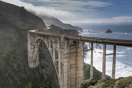 Zatoczka most burzy wybrzeża drogowego duży Zdjęcia stock © yhelfman