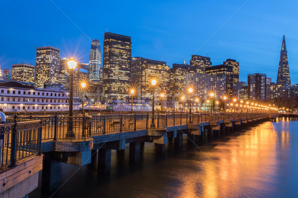 San Francisco horizonte reflexiones muelle California EUA Foto stock © yhelfman