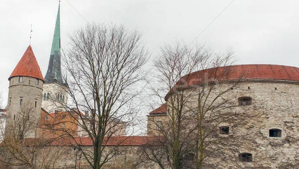 Tłuszczu wieża kościoła średniowiecznej starówka Estonia Zdjęcia stock © yhelfman