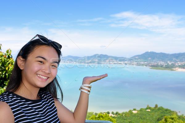 Kadın turist görmek deniz phuket gülen Stok fotoğraf © Yongkiet