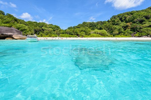 Tengerpart elöl szigetek Thaiföld tájkép gyönyörű Stock fotó © Yongkiet