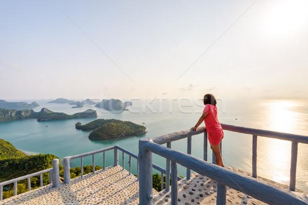 Vrouw berg toeristische podium Stockfoto © Yongkiet