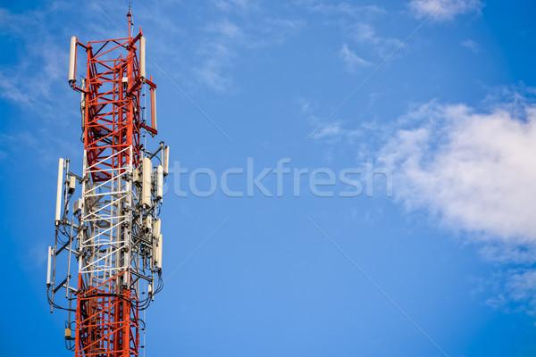 Mobiele telefoon signaal toren telecommunicatie antenne blauwe hemel Stockfoto © Yongkiet