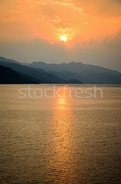 Stockfoto: Zonsondergang · berg · meer · mooie · landschap · natuur