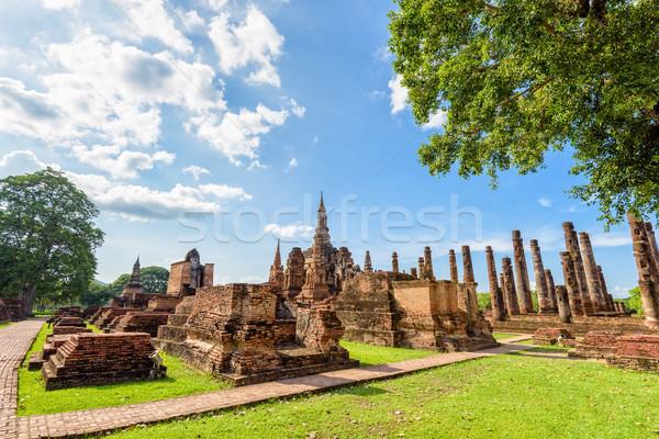 Tempel ruines heldere hemel oude Stockfoto © Yongkiet