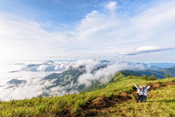 Turistas natureza montanha dois feminino mãe Foto stock © Yongkiet