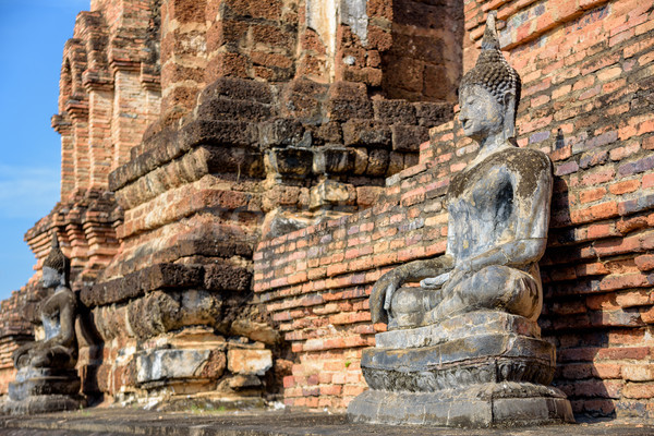 Antica buddha statua seduta in giro cappella Foto d'archivio © Yongkiet