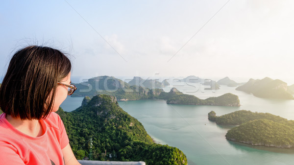Vrouw naar mooie natuur toeristische Stockfoto © Yongkiet