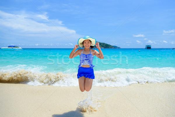Vrouw springen gelukkig strand Thailand toeristische Stockfoto © Yongkiet
