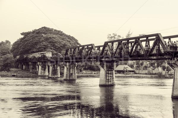 Zwart wit brug rivier vintage foto stijl Stockfoto © Yongkiet