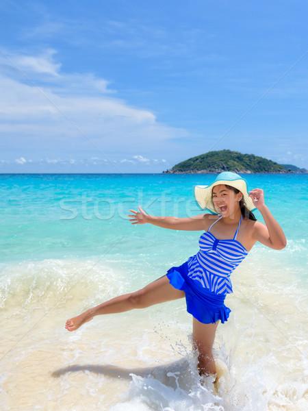 Mujer diversión playa Tailandia mujer hermosa azul Foto stock © Yongkiet