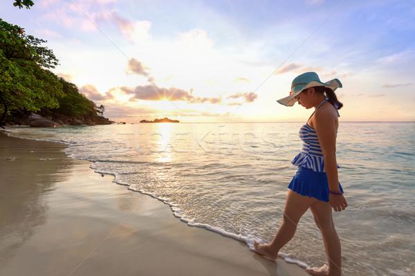 Menina praia ilha Tailândia azul maiô Foto stock © Yongkiet