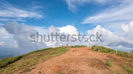 Toeristen blauwe hemel witte wolk boven hoog Stockfoto © Yongkiet