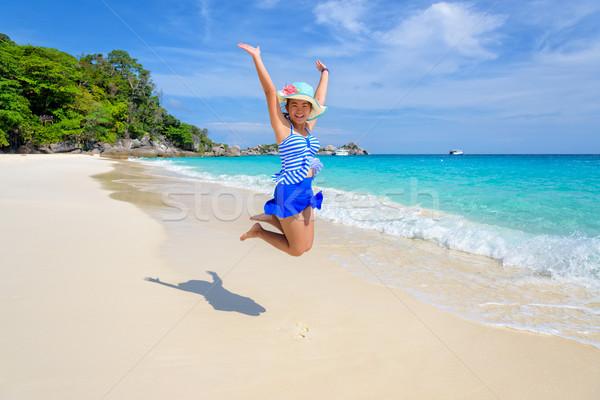 Menina saltando feliz praia Tailândia turista Foto stock © Yongkiet