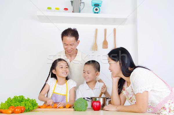 アジア 家族 キッチン 少女 子 子供 ストックフォト © yongtick