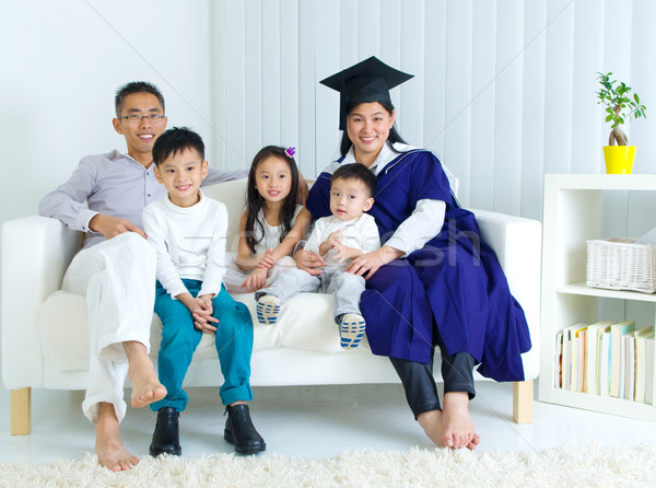 Asiático família mãe graduação foto mulher Foto stock © yongtick
