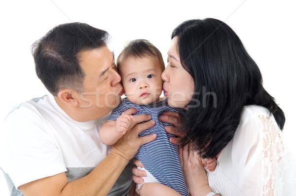 Asiático família pai ou mãe beijando bebê menino Foto stock © yongtick