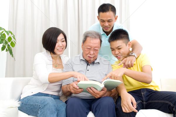 アジア 家族 読む 図書 ホーム 女性 ストックフォト © yongtick