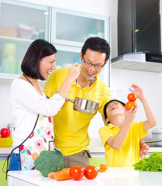 Asian familie keuken lifestyle koken groenten Stockfoto © yongtick