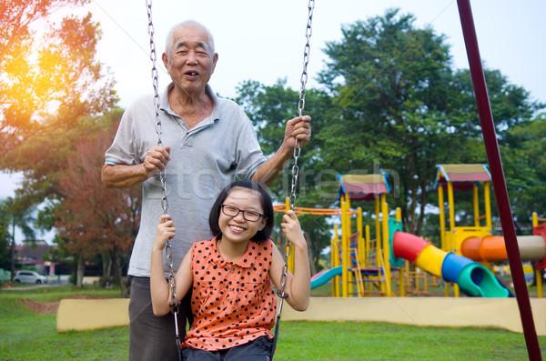 Asian famiglia nonno posa nipoti ritratto Foto d'archivio © yongtick