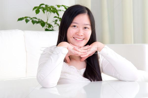 Asian meisje portret aantrekkelijk glimlachend jonge vrouw Stockfoto © yongtick