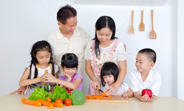 Asiático família cozinha mulher criança criança Foto stock © yongtick