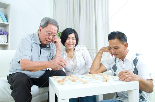 Asiático família chinês jogar xadrez casa Foto stock © yongtick
