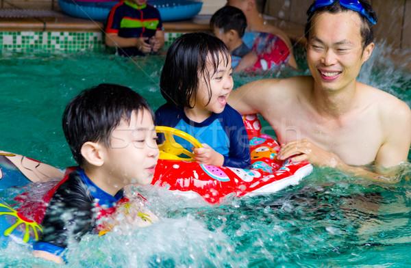Asian familie zwemmen buis spelen zwembad Stockfoto © yongtick