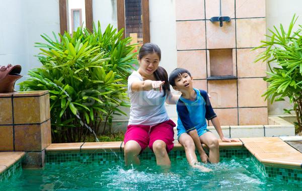 Asiático família feliz chinês jogar piscina Foto stock © yongtick