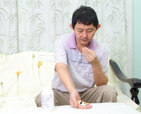 Asian man pillen geneeskunde drugs Stockfoto © yongtick