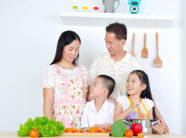 Asian familie keuken vrouw man kind Stockfoto © yongtick