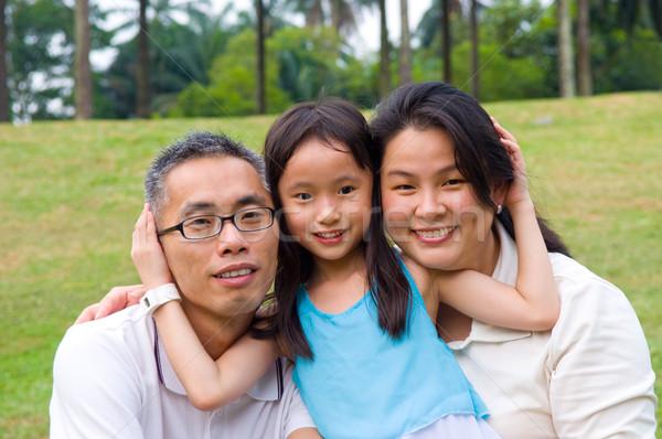 アジア 家族 屋外 肖像 笑顔 幸せ ストックフォト © yongtick