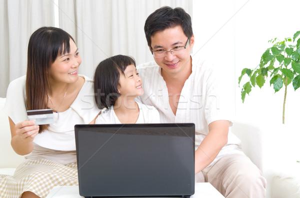 アジア 家族 ラップトップを使用して オンラインショッピング 愛 子 ストックフォト © yongtick