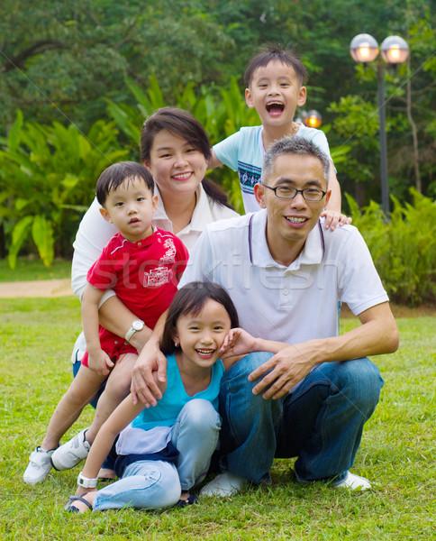 Asiático família ao ar livre retrato feliz mulher Foto stock © yongtick