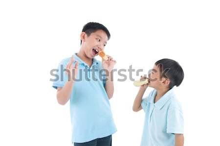 Asiático crianças alimentação bolo comida feliz Foto stock © yongtick