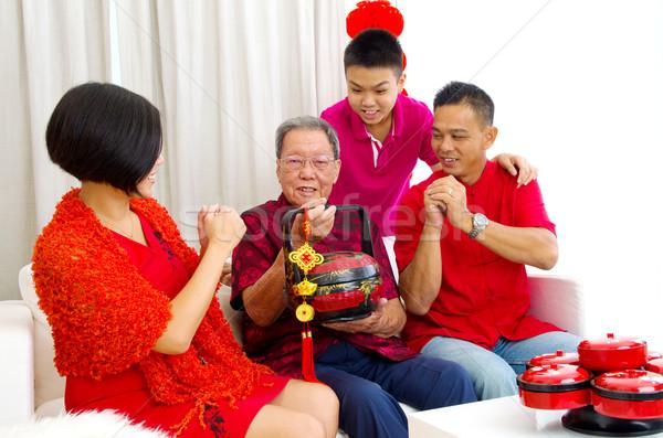 Asian familie drie generaties vieren Stockfoto © yongtick