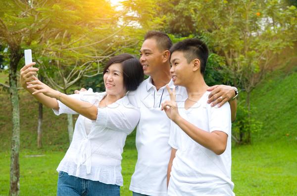 Asian familie gelukkig outdoor stad Stockfoto © yongtick