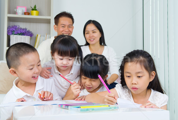 アジア 家族 学校 宿題 リビングルーム ホーム ストックフォト © yongtick