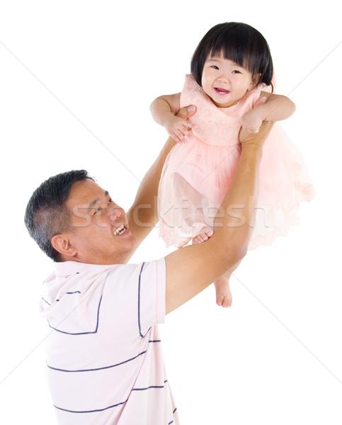Asiático família pai para cima bebê Foto stock © yongtick