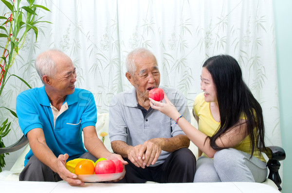 Alimentación saludable feliz Asia familia alimentación saludable frutas Foto stock © yongtick