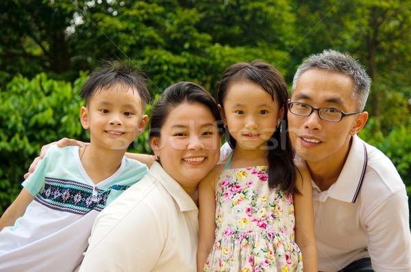 ázsiai család szabadtér portré mosoly boldog Stock fotó © yongtick
