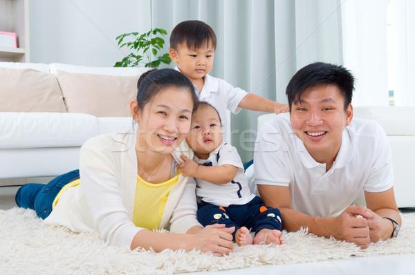ázsiai család bent portré nő boldog Stock fotó © yongtick