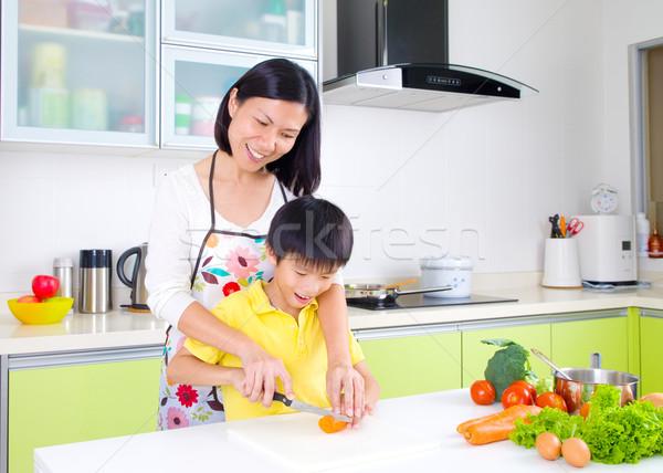 Koken asian moeder zoon keuken huis Stockfoto © yongtick