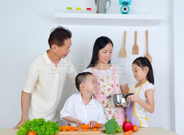 Asian famiglia cucina donna bambino kid Foto d'archivio © yongtick