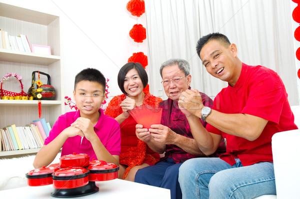 Asia familia tres generaciones celebrar año nuevo chino Foto stock © yongtick
