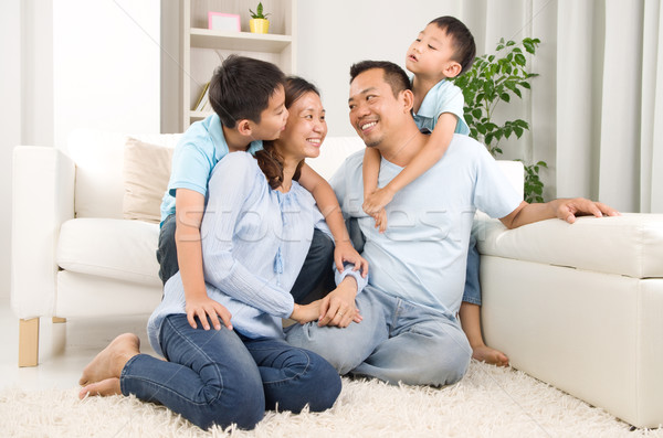 Asian familie portret halfbloed home Stockfoto © yongtick