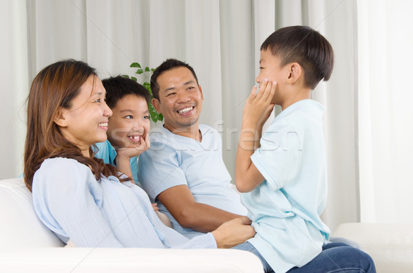 Asiático família casa casa criança Foto stock © yongtick